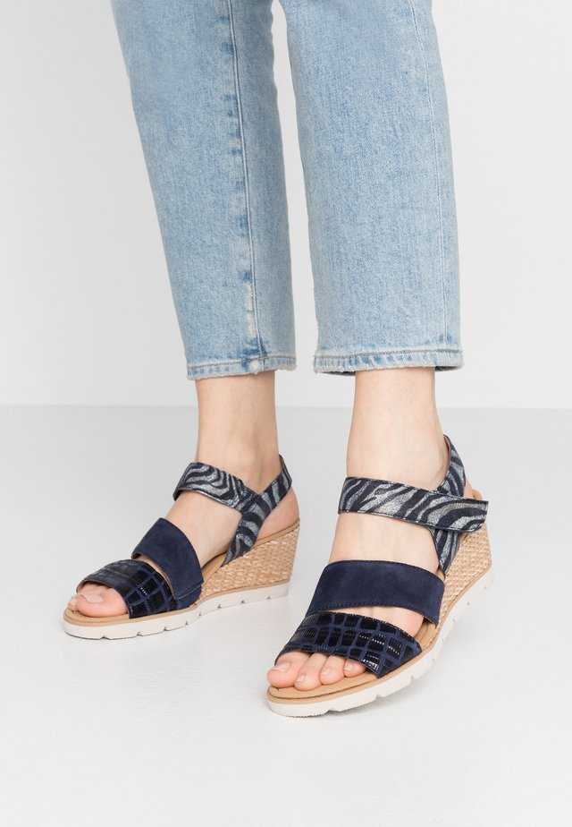 Sandalen met sleehak - bluette