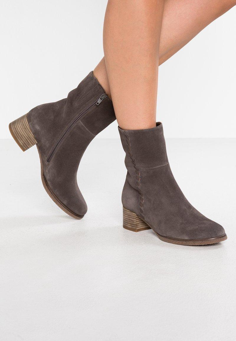 Gabor - WIDE FIT - Støvletter - grey