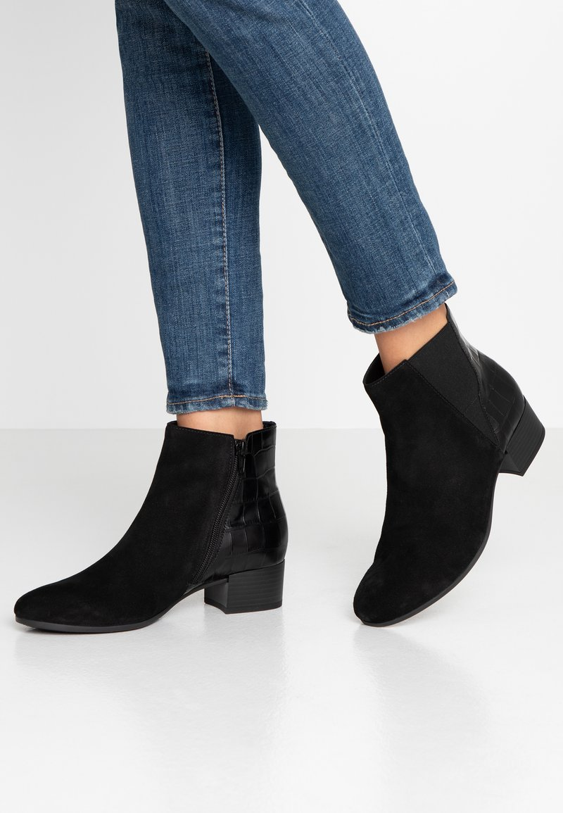 Gabor - WIDE FIT - Ankle boots - schwarz/dark grey