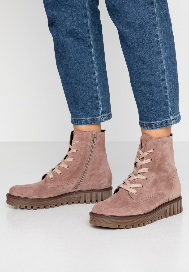 Gabor - Kotníkové boty na platformě - dark rose