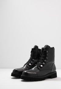 Gabor - Kotníkové boty na platformě - schwarz - 4