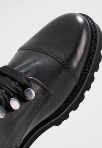 Gabor - Kotníkové boty na platformě - schwarz - 2