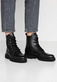 Gabor - Kotníkové boty na platformě - schwarz - 0