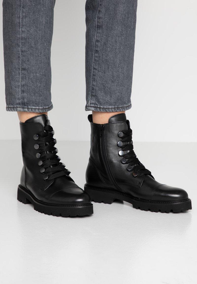 Gabor - Kotníkové boty na platformě - schwarz