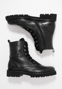 Gabor - Kotníkové boty na platformě - schwarz - 3