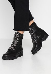 Gabor - WIDE FIT - Lace-up ankle boots - schwarz - 0