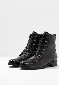 Gabor - WIDE FIT - Lace-up ankle boots - schwarz - 4