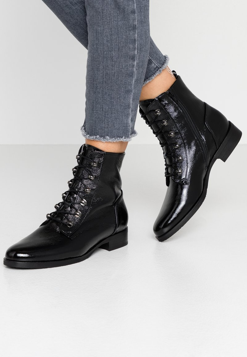 Gabor - WIDE FIT - Lace-up ankle boots - schwarz