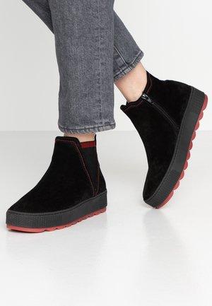 WIDE FIT - Korte laarzen - schwarz