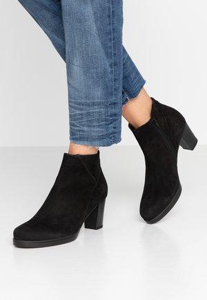 WIDE FIT  - Boots à talons - schwarz