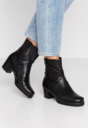 WIDE FIT - Classic ankle boots - schwarz