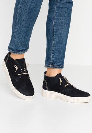 Chaussures à lacets - bluette