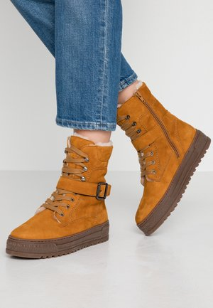Winter boots - curry