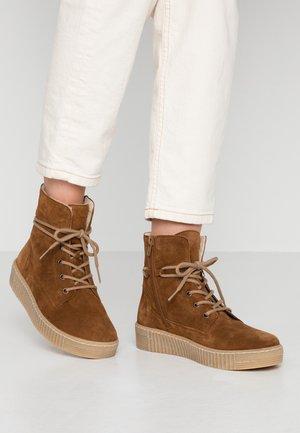 Lace-up ankle boots - cognac/natur