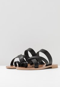 Gardenia - TESSA FLORIDA CLASSIC - T-bar sandals - black - 4