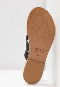 Gardenia - TESSA FLORIDA CLASSIC - T-bar sandals - black - 6