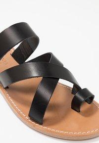 Gardenia - TESSA FLORIDA CLASSIC - T-bar sandals - black - 2