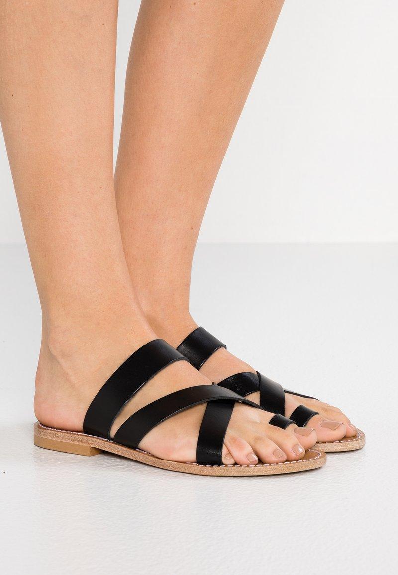 Gardenia - TESSA FLORIDA CLASSIC - T-bar sandals - black