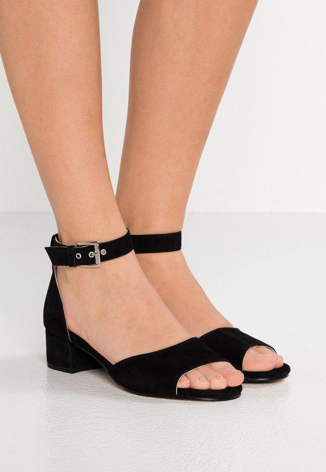 CALIBARAS LUX - Sandaalit nilkkaremmillä - black