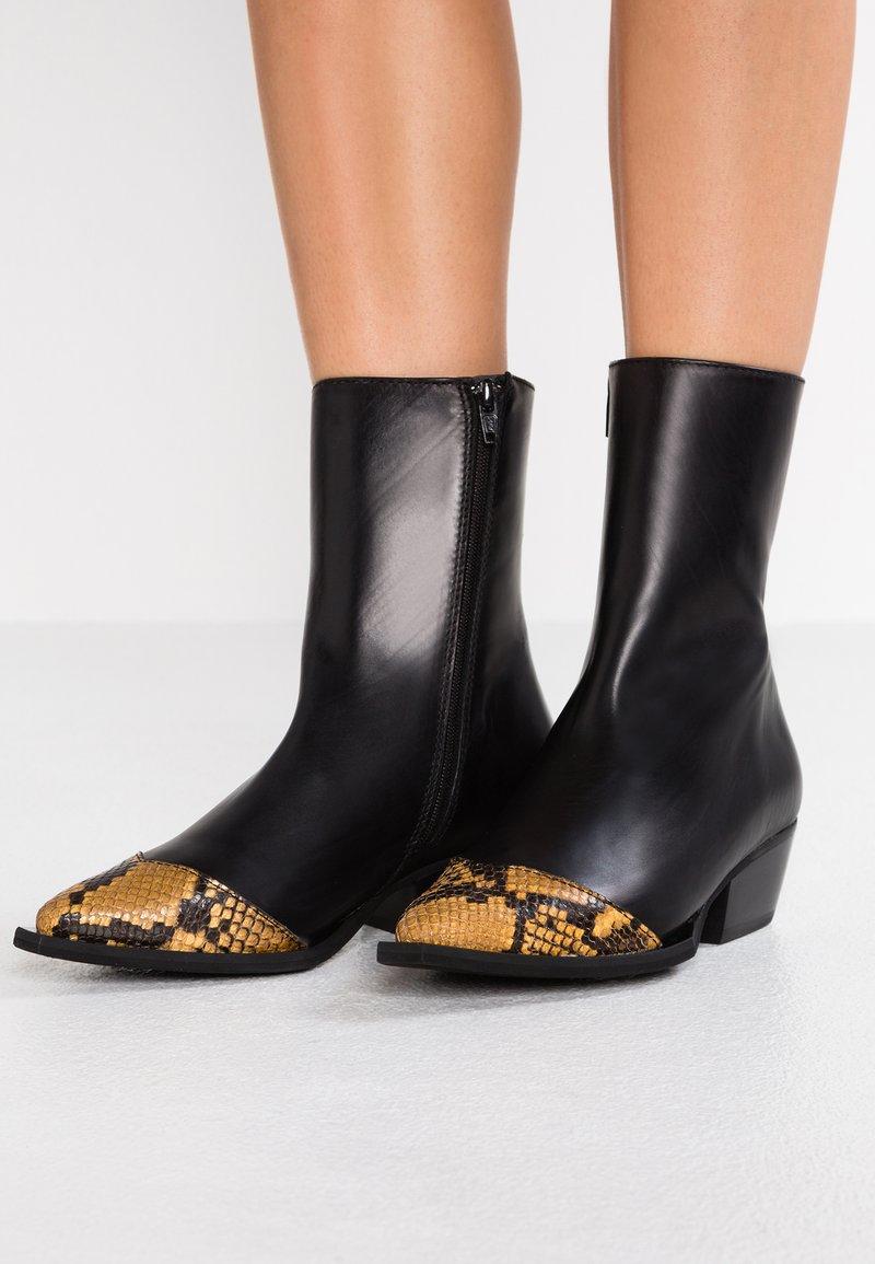 Gardenia - LISBON - Cowboy/biker ankle boot - black