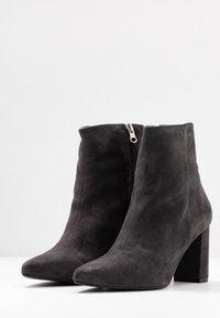 Gardenia - LYDIA - Classic ankle boots - dark grey - 4
