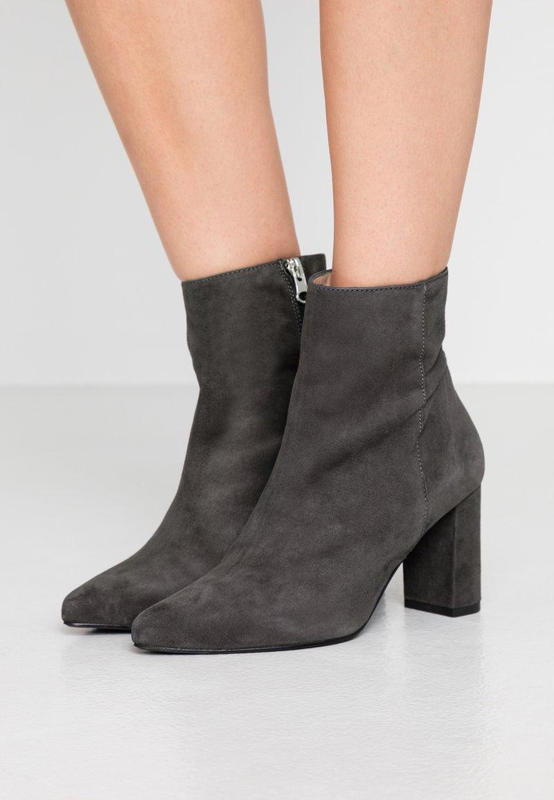 Gardenia - LYDIA - Classic ankle boots - dark grey