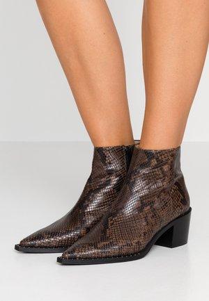 MADRID - Kotníková obuv - brown