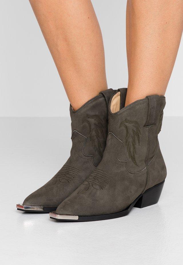 LEIKA - Cowboy/biker ankle boot - olive