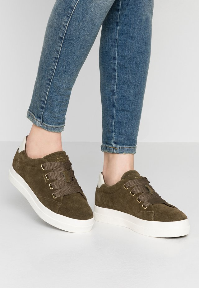 AURORA - Sneakers - olive