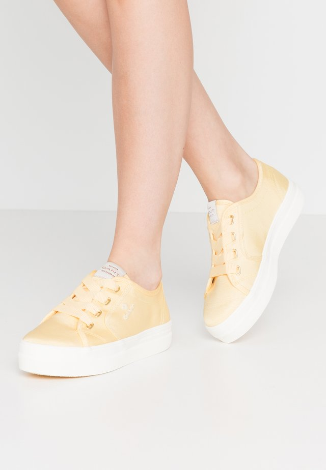 LEISHA  - Sneakers - light yellow