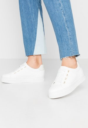 AVONA - Sneakersy niskie - bright white