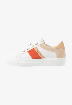 AVONA  - Matalavartiset tennarit - bright white/coral