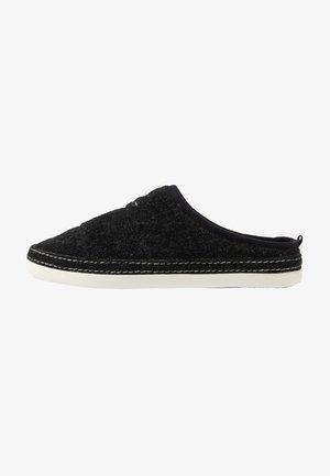 FRANK - Domácí obuv - black