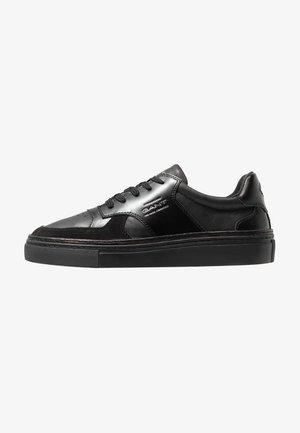 DENVER - Zapatillas - black