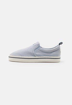 FREZNO - Sneakers - powder blue