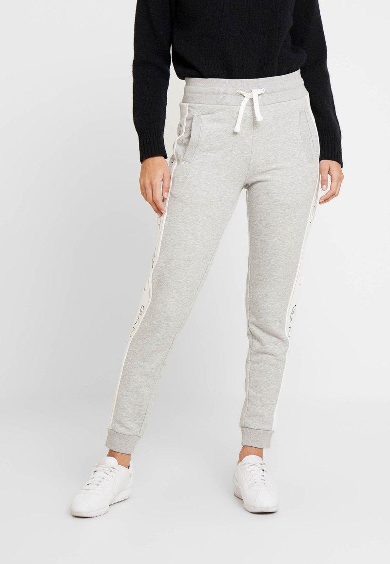 GANT - ICON PANTS - Tracksuit bottoms - light grey