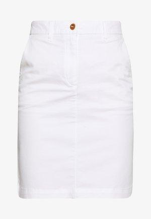 CLASSIC CHINO SKIRT - Jupe crayon - white