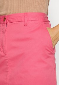 GANT - CLASSIC CHINO SKIRT - Jupe crayon - rapture rose - 4