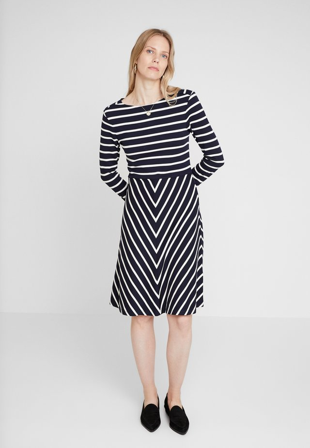 STRIPED DRESS - Trikoomekko - marine