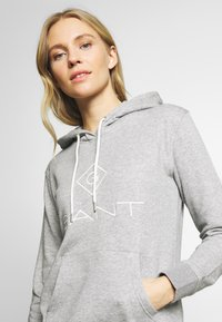 GANT - LOCK UP HOODIE DRESS - Denní šaty - grey melange - 4