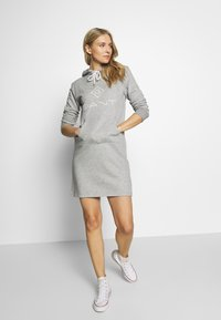 GANT - LOCK UP HOODIE DRESS - Denní šaty - grey melange - 1