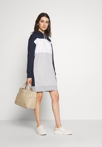 GANT - STRIPE HOODIE DRESS - Denní šaty - evening blue - 1
