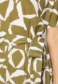 GANT - CRESENT BLOOM DRESS - Žerzejové šaty - olive green - 5