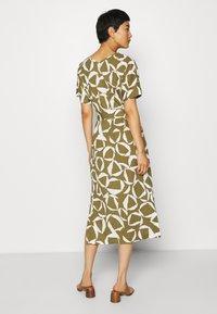 GANT - CRESENT BLOOM DRESS - Žerzejové šaty - olive green - 2