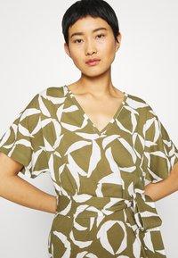 GANT - CRESENT BLOOM DRESS - Žerzejové šaty - olive green - 3
