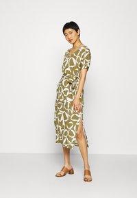 GANT - CRESENT BLOOM DRESS - Žerzejové šaty - olive green - 1