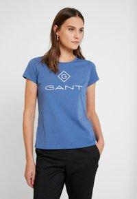 GANT - LOCK UP - Camiseta estampada - salty sea - 0