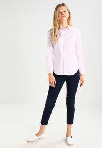 GANT - OXFORD BANKER - Button-down blouse - light pink - 1