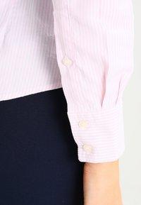 GANT - OXFORD BANKER - Button-down blouse - light pink - 4