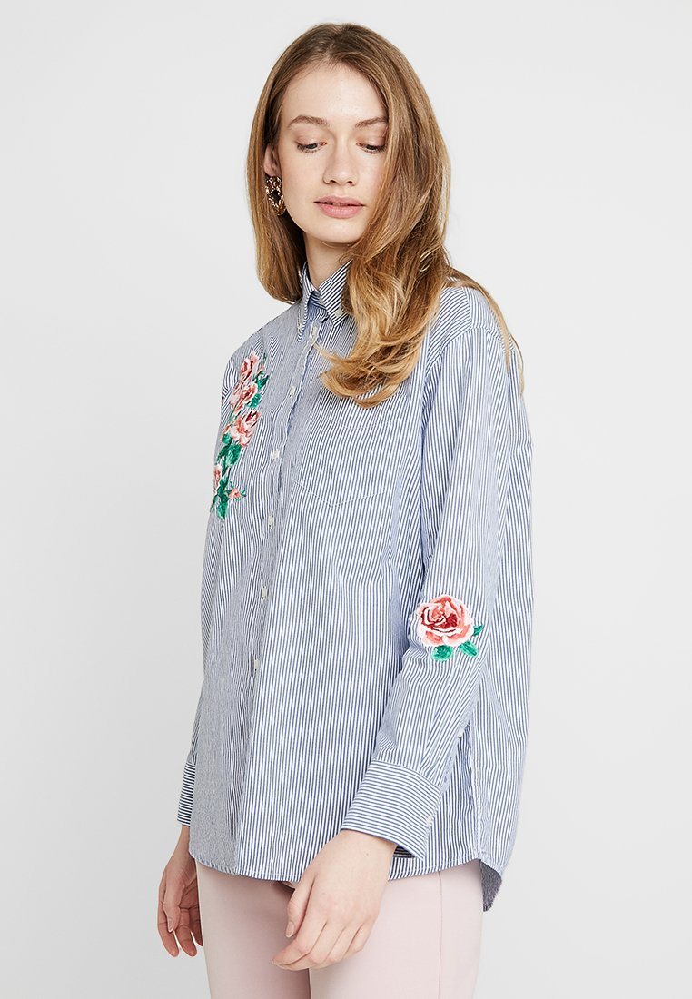 GANT - EMBROIDERED ROSE  - Button-down blouse - deep ocean